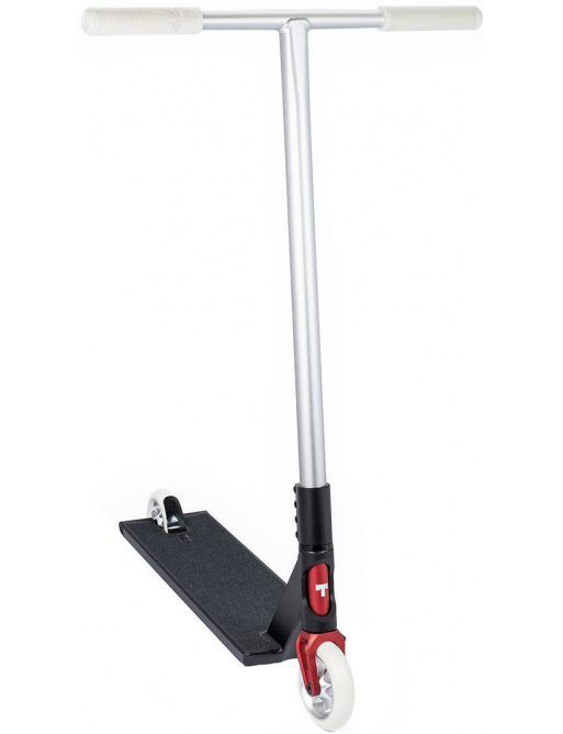 Teorema de inclinación de scooter freestyle asfalto pequeño